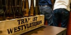 Arvostetut Trappist Westvleteren -pullot tiskataan oluen pullotusta varten.